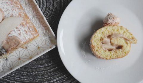 Cette bûche marron poire est un dessert savoureux et original #buchedenoel #noel #buchemaison #dessertfacile #buchemarronpoire