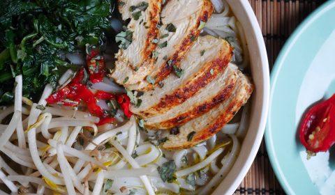 soupe thaï citronnelle gingembre poulet #recette #recettesoupe #thai #recettepoulet