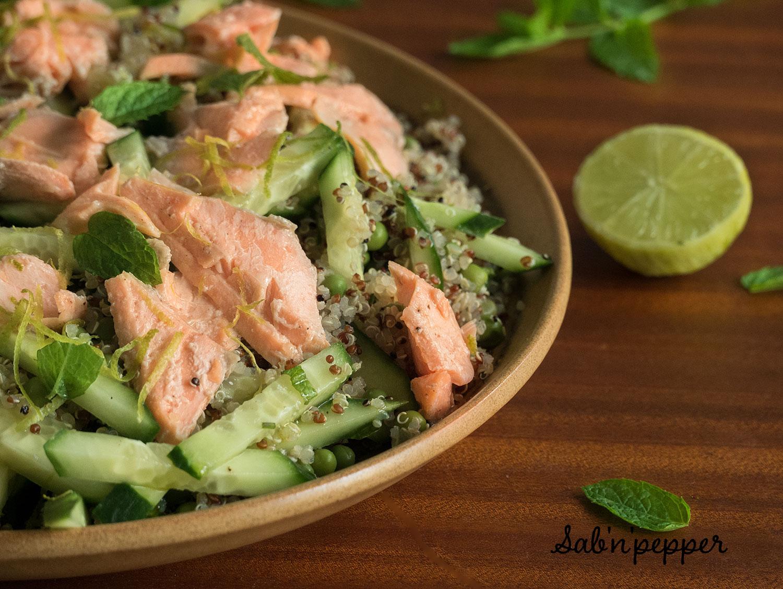 Quinoa, saumon, petits pois et menthe pour une salade saine et gourmande