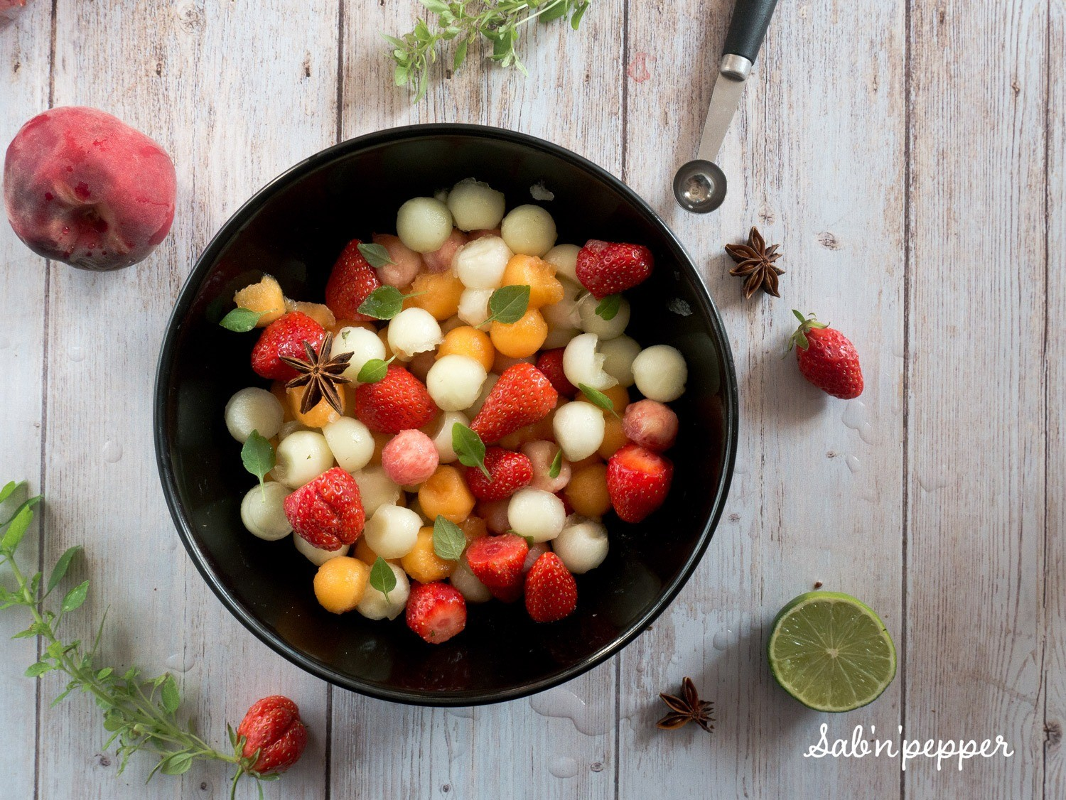 Une salade de fruits simple et parfumée à la badiane