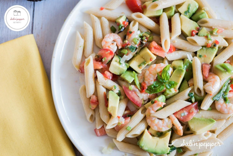 Salade de pâtes avocat fruit de la passion et crevettes : une recette facile, originale et exotique
