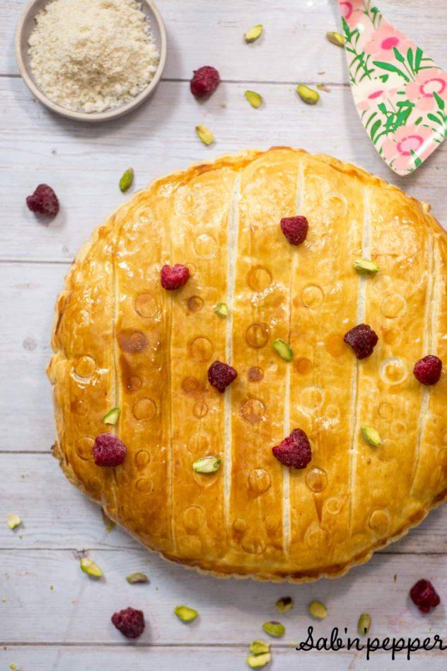 Galette des rois à la pistache et confit de framboise facile #recette #galettedesrois #pistache #framboises
