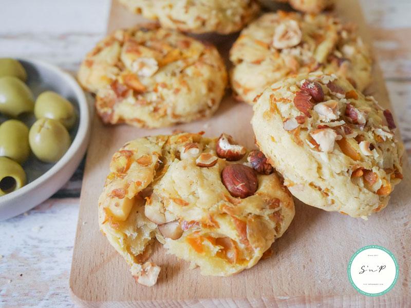 Cookies carottes noisettes et oignons : une recette zéro déchet pour l'apéro